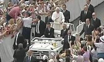 Lo internan en un psiquiátrico por acercarse al papa