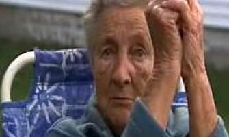 Arrestan a abuela de 88 años por no devolver una pelota