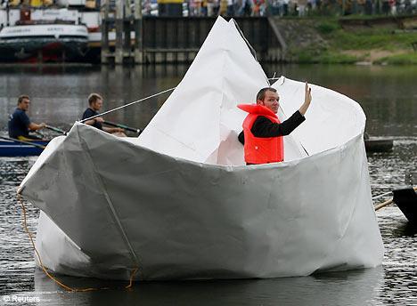 Un barco de papel de verdad