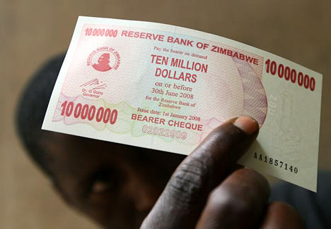 Billetes de 10 millones de dólares en Zimbabue